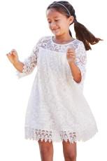 Valkoisia tyttöjä unelmoittava pitsi mekko