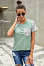 Grønn stripet kortermet kontrastfarget T-skjorte med lomme