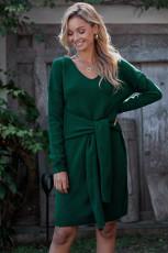 Зеленое платье-свитер с галстуком