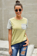 Gul Striped Short Sleeve Kontrastfarget T-skjorte med lomme