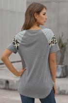 Grå stripet leopardprint T-skjorte med korte ermer