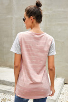 Pink Striped Short Sleeve Kontrastfarget T-skjorte med lomme
