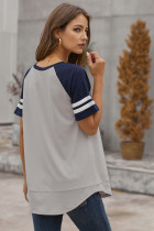 Tričko šedé barvy s kontrastním blokem s krátkým rukávem