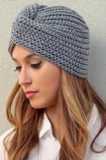 قبعة منسوجة بتصميم ملتف باللون الرمادي