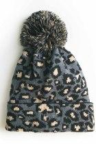 قبعة صغيرة ذات لون رمادي ليوبارد بوم