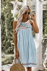 فستان بطبعات مخطط أزرق