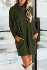 Grønn kulehals langermet lommestrikket minikjole