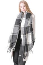 Černý šátek s kostkovaným kostkovaným vzorem
