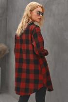 Kostkovaný červený plášť s límečkem