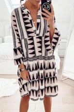 طباعة هندسية الخامس الرقبة مضيئة نصف كم فستان قصير كشكش سوينغ