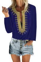 Синяя блузка прямого кроя с разрезом и вышивкой