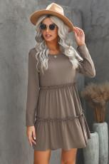 فستان قصير رمادي بأكمام طويلة مكشكش