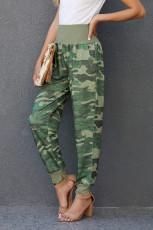 Zelené kamuflážní kapesní ležérní kalhoty s rozparkem