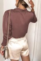 Frillet V-udskæring med knap, fransk skjorte