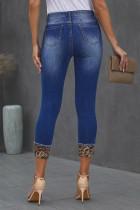 Синие джинсы скинни с потрепанными нашивками с леопардовым принтом