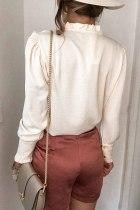 Beige, frillet V-udskæring med knap, fransk skjorte