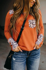 Top de manga comprida com costura laranja leopardo com detalhes de botões