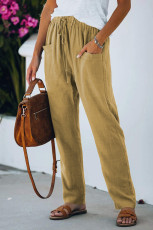 Calça casual cáqui com cintura elástica com cordão e bolsos