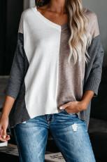 Свободный свитер цвета хаки с V-образным вырезом и цветными блоками
