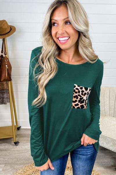 Зеленый топ с перекрестными ремешками и карманами с леопардовым принтом сзади