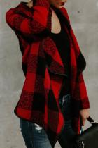 Červený kostkovaný asymetrický límec s dlouhým rukávem a otevřeným předním kabátem