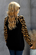 Blusa preta de manga comprida com estampa de leopardo com estampa de leopardo