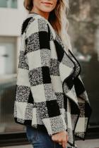 Черное пальто с длинным рукавом с асимметричным воротником и открытым передом в шотландскую клетку