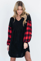 لباس آستین چهارخانه گردن سیاه V