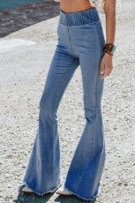 Синие расклешенные джинсы