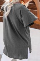 Серая футболка из смесового хлопка с V-образным вырезом, короткими рукавами, передним карманом и боковыми разрезами