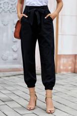 بنطلون أسود بلون الفستان مع حزام