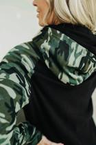 Худи с камуфляжным принтом на рукавах реглан