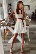 Hvit polstret skulder ermeløs minikjole med lomme i bomull
