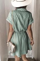 Mini rochie cu mânecă scurtă cu guler de cămașă cu buline verzi