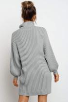 Abito maglione grigio con maniche a palloncino a collo alto