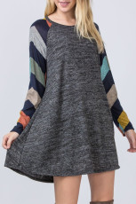 Σκούρο γκρι πολύχρωμο ριγέ μακρύ μανίκι φόρεμα