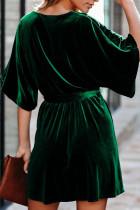 Grønn V-hals Mini Ermet Velvet Mini Kjole med Belte